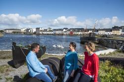 Friends visiting the Cladagh, Galway 140917CH0646 thumbnail