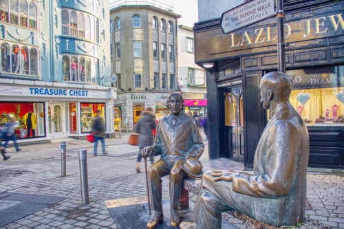 Oscar Wilde and Eduard Vilde Statue,Shop Street,Galway City Social Media